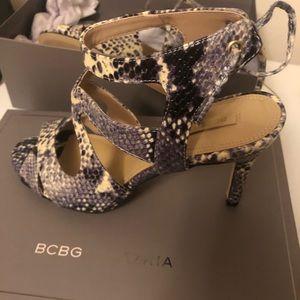BCBG grey leather strappy sandles size 38!